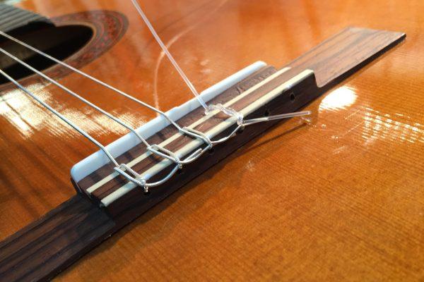 Kielten vaihto klassiseen kitaraan